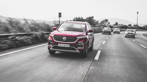 एमजी हेक्टर अक्टूबर बिक्री में सेगमेंट में पहले नंबर पर, टाटा हैरियर, महिंद्रा एसयूवी500 को दिया मात