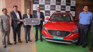 एमजी जेडएस ईवी की डिलीवरी हुई शुरू, ईईएसएल को मिली पहली वाहन