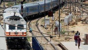 ट्रेन के इंजन में कितने सिलेंडर होते हैं और कितने सीसी का होता है?