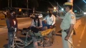 कोरोना वायरसः रिक्शा ट्रॉली में स्कूटर का इंजन लगा तय करने निकले 1200 किमी का सफर