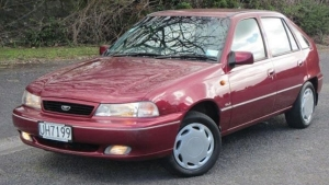 How To Push Start A Car: इस तरह लगाएंगे धक्का तो चालू हो जाएगी कार, जानें टिप्स
