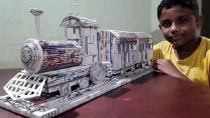 Kid Builds Train Model From Newspaper: छोटे से बच्चे ने पेपर से बनाया ट्रेन मॉडल, दिखती है असली