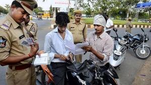 Mumbai Police Seized 6,800 Vehicles: मुंबई पुलिस ने एक ही दिन में किया 6,800 वाहनों को जब्त, जानें
