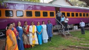 Railway Coach Modified As Restaurant: रेलवे कोच को मॉडिफाई कर बनाया रेस्टॉरेंट, देखें तस्वीरें