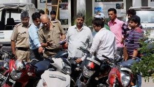 मुंबई पुलिस जब्त वाहनों को कर रही वापस, कारण जान आपको भी आ जायेगी हंसी