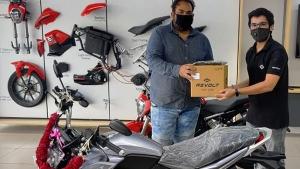 Revolt Electric Bikes Delivery Starts: रिवोल्ट इलेक्ट्रिक बाइक की डिलीवरी अहमदाबाद व चेन्नई में शुरू