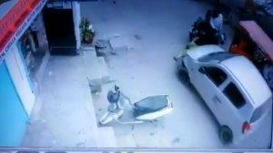 नशे में धुत पुलिस वाले ने महिला को कार के नीचे कुचला, वीडियो हो रहा वायरल