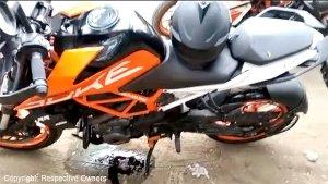 KTM Duke 390 Engine Case Breaks: केटीएम ड्यूक 390 का इंजन केस टूटा, जानें कैसे