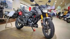 Honda CB Hornet 200R Spotted At Dealership: होंडा सीबी हॉर्नेट 200आर डीलरशिप पर दिखी, जानें
