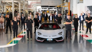 Lamborghini Aventador New Milestone: लेम्बोर्गिनी अवेंटाडोर के 10,000 यूनिट का निर्माण हुआ पूरा