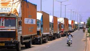 Commercial Vehicle Sales August 2020: कमर्शियल वाहन बिक्री में महिंद्रा ने टाटा मोटर्स को छोड़ा पीछे