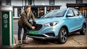 UK To Ban Petrol & Diesel Cars: इंग्लैंड में 2030 से बंद हो जायेगी पेट्रोल, डीजल कारों की बिक्री