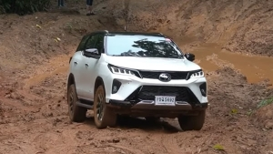 2021 Toyota Fortuner Legender Spied: नई टोयोटा फॉर्च्यूनर लेजेंडर शूट के दौरान आई नजर, जल्द लॉन्च