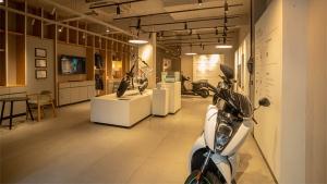 Ather Dealership In Mumbai: एथर एनर्जी ने मुंबई में अपना डीलरशिप खोला, इलेक्ट्रिक स्कूटर की डिलीवरी हुई शुरू