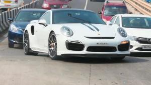 Sachin Drives Porsche 911 Turbo S: पोर्शे की 911 टर्बो एस सुपरकार चलाते दिखे सचिन तेंदुलकर