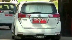 केरल पुलिस ने सन-फिल्म लगे वाहनों पर चलाया अभियान, कई नेताओं से वसूला जुर्माना