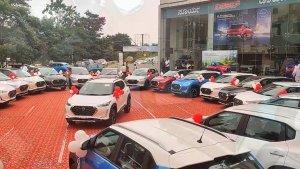 Nissan Magnite Delivery Record: निसान डीलर ने एक दिन में 100 मैग्नाईट डिलीवर कर बनाया रिकॉर्ड