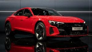 New Audi E-tron GT Revealed: नई ऑडी ई-ट्रॉन जीटी का हुआ खुलासा, देती है 488 किमी/चार्ज का रेंज