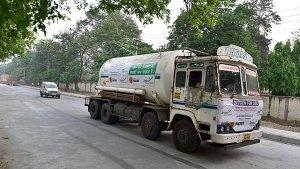 Oxygen Tankers पर अब नहीं लगेगा टोल टैक्स, NHAI ने दी छूट