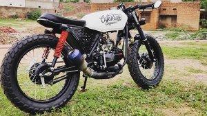 यकीन करेंगे कि यह एक Hero Splendor मोटरसाइकिल है? दिया गया है शानदार Cafe Racer लुक