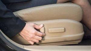 जरुर पढ़िये: अपनी कार के ड्राइविंग सीट को सही पोजिशन में कैसे रखें