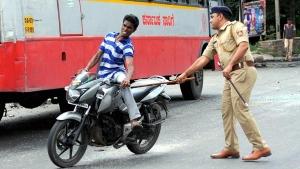 अब चेकिंग के दौरान वाहन चालकों पर पुलिस नहीं चलाएगी लाठी