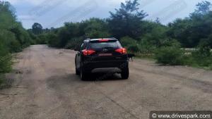 महिंद्रा एक्सयूवी300 स्पोर्ट्स टेस्टिंग करते हुई आई नजर
