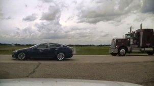 टेस्ला कार को ऑटोपायलट में डालकर सोया ड्राईवर, स्पीड लिमिट तोड़ा