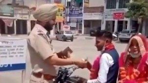 लॉकडाउन में Bike से जाते नवविवाहित जोड़े का पुलिस ने ऐसे किया स्वागत, IPS अधिकारी ने शेयर किया वीडियो