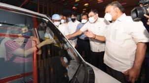 नागपुर में शुरू हुआ Covid-19 ड्राइव इन वैक्सीनेशन सेंटर, कार के अंदर बैठे लगेगा टीका