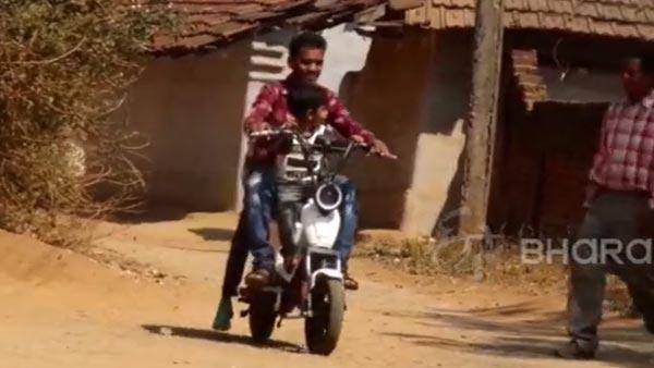 Villager Builds Cheap Electric Bike: गांव के लड़के ने बनाई सस्ती इलेक्ट्रिक बाइक, पैडल चलाने से भी होती है चार्ज